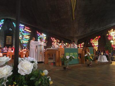 Vista del alta del templo superior dónde los misioneros están realizando la Consagración.
